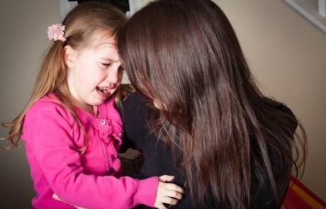 מה לעשות כשהילד בוכה אחר הצהריים?