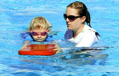 האם רשמתם את הילד שלכם לשיעורי שחיה?